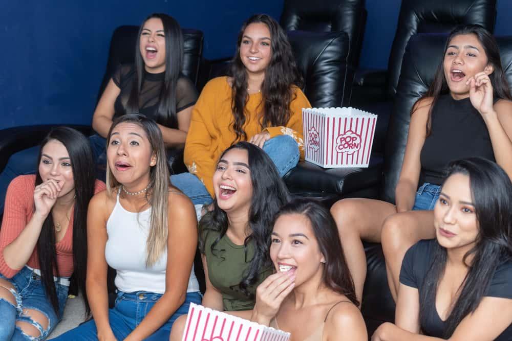 10 комедий для женщин, которые быстро поднимут настроение