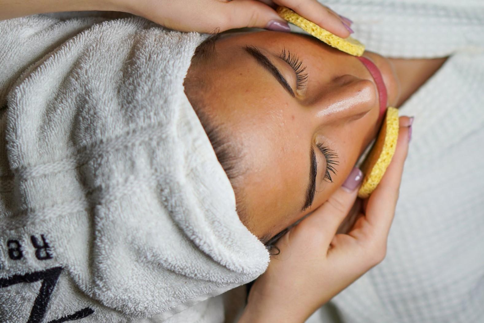 Омолаживающий массаж лица. Как делать массаж для омоложения