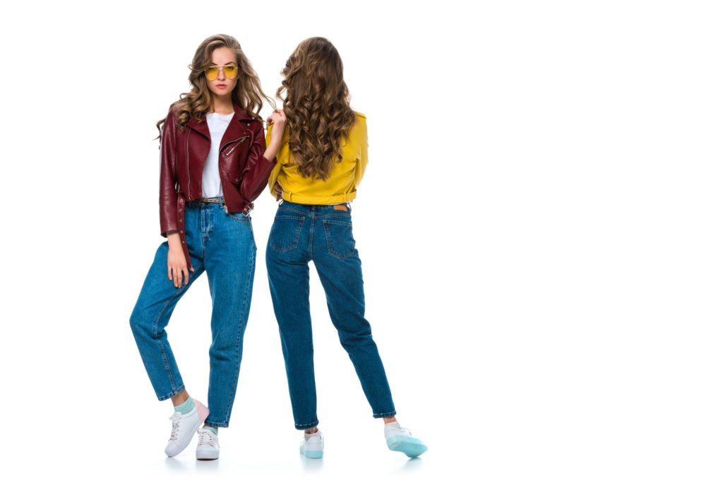Какие джинсы в моде в 2020 году. Модные женские джинсы этого года.