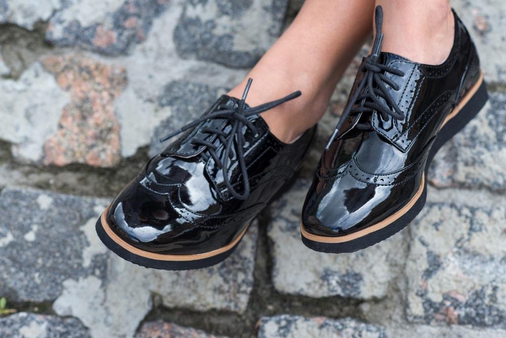 Как ухаживать за лакированной обувью. Правильный уход за лаковой обувью в домашних условиях