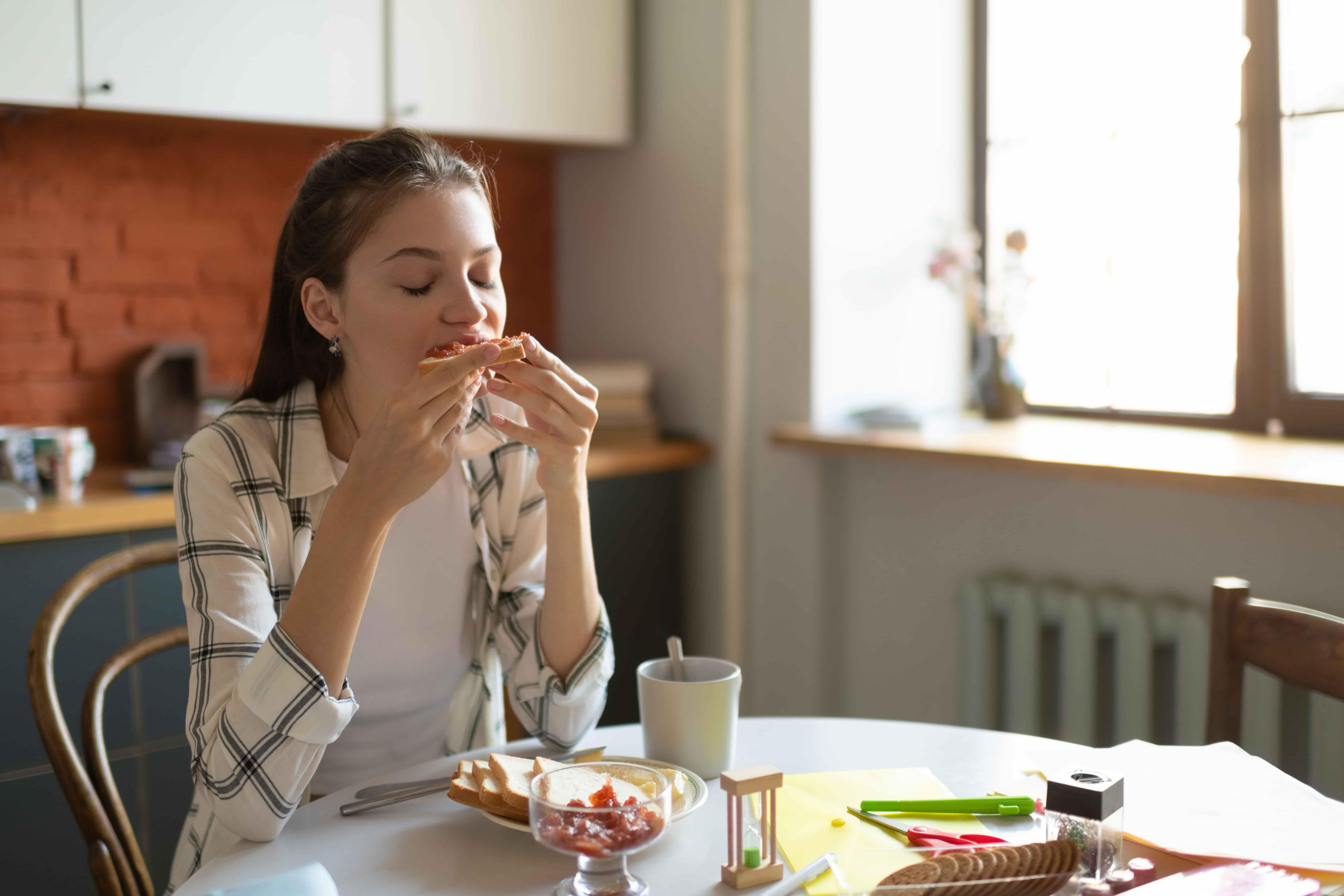 Арахисовая паста - суперфуд молодости и красоты. Чем она полезна. Есть ли у нее противопоказания