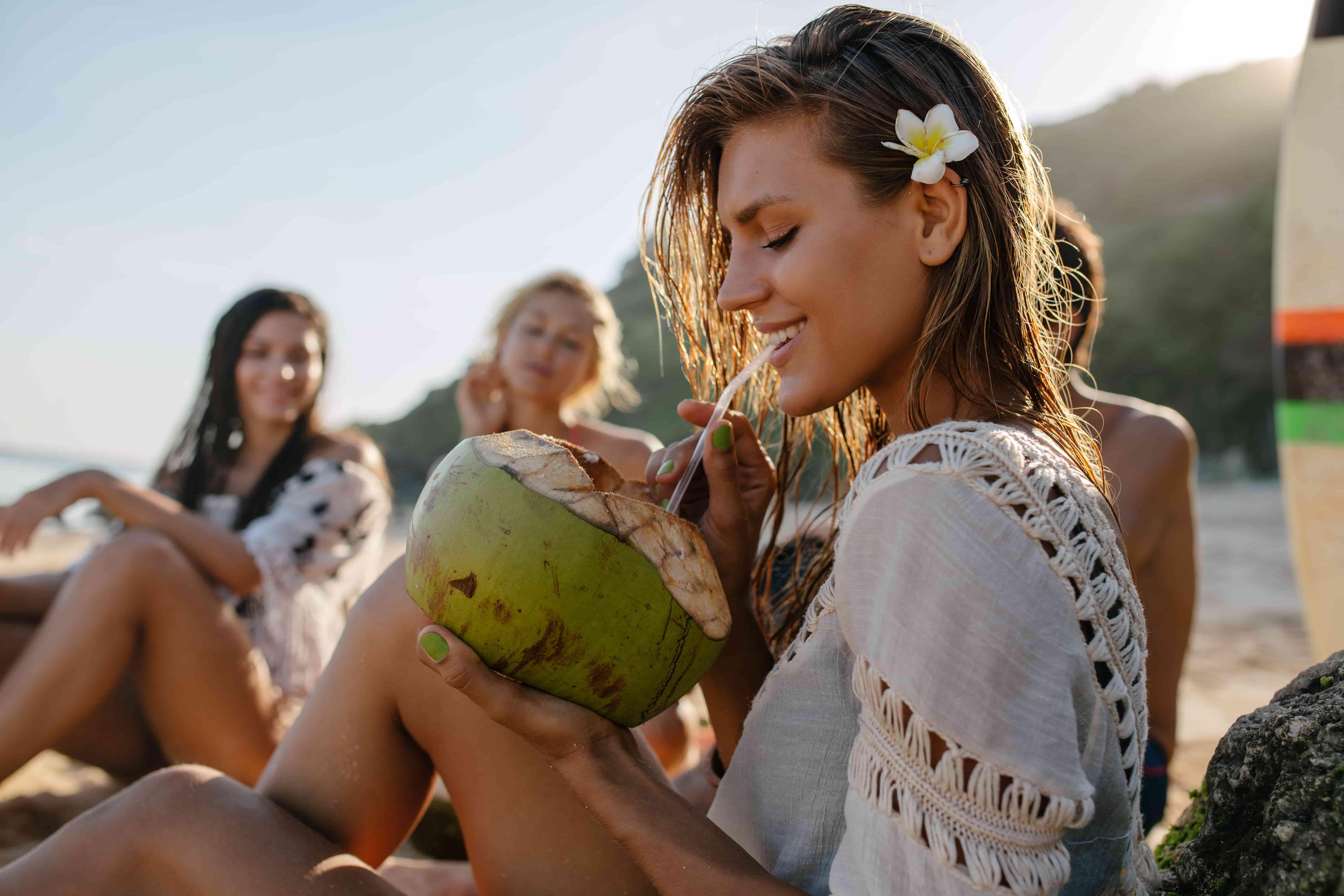Кокосовая вода - суперфуд для похудения. Чем она полезна. Есть ли у нее противопоказания