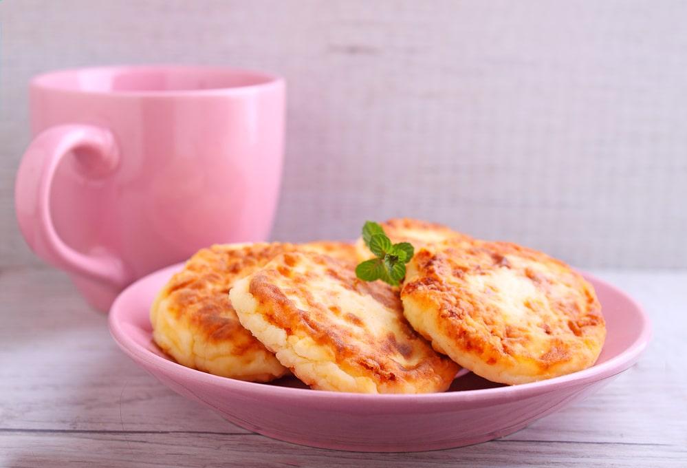 Рецепт ПП сырников из творога. Приготовление полезных сырников на сковородке или духовке
