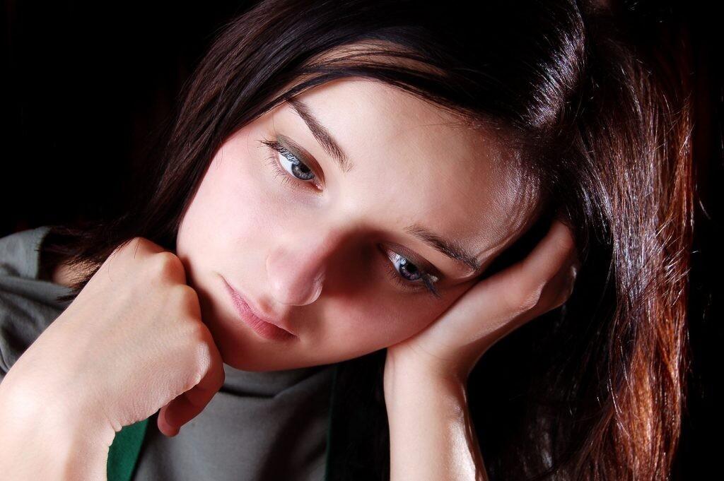 лицо реагирует на негативные эмоции