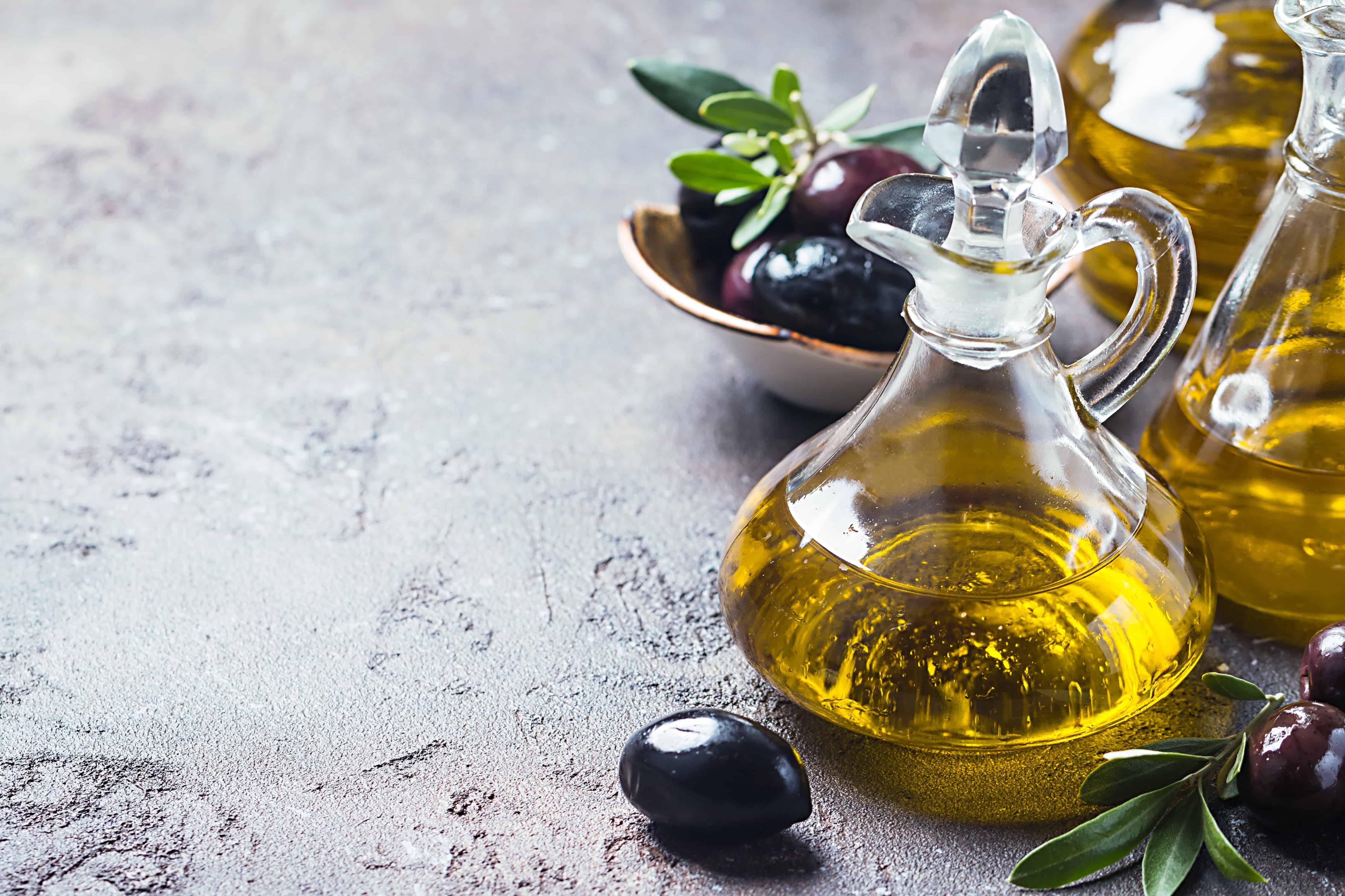 Оливковое масло - чем полезно для организма и кожи. Есть ли у него противопоказания
