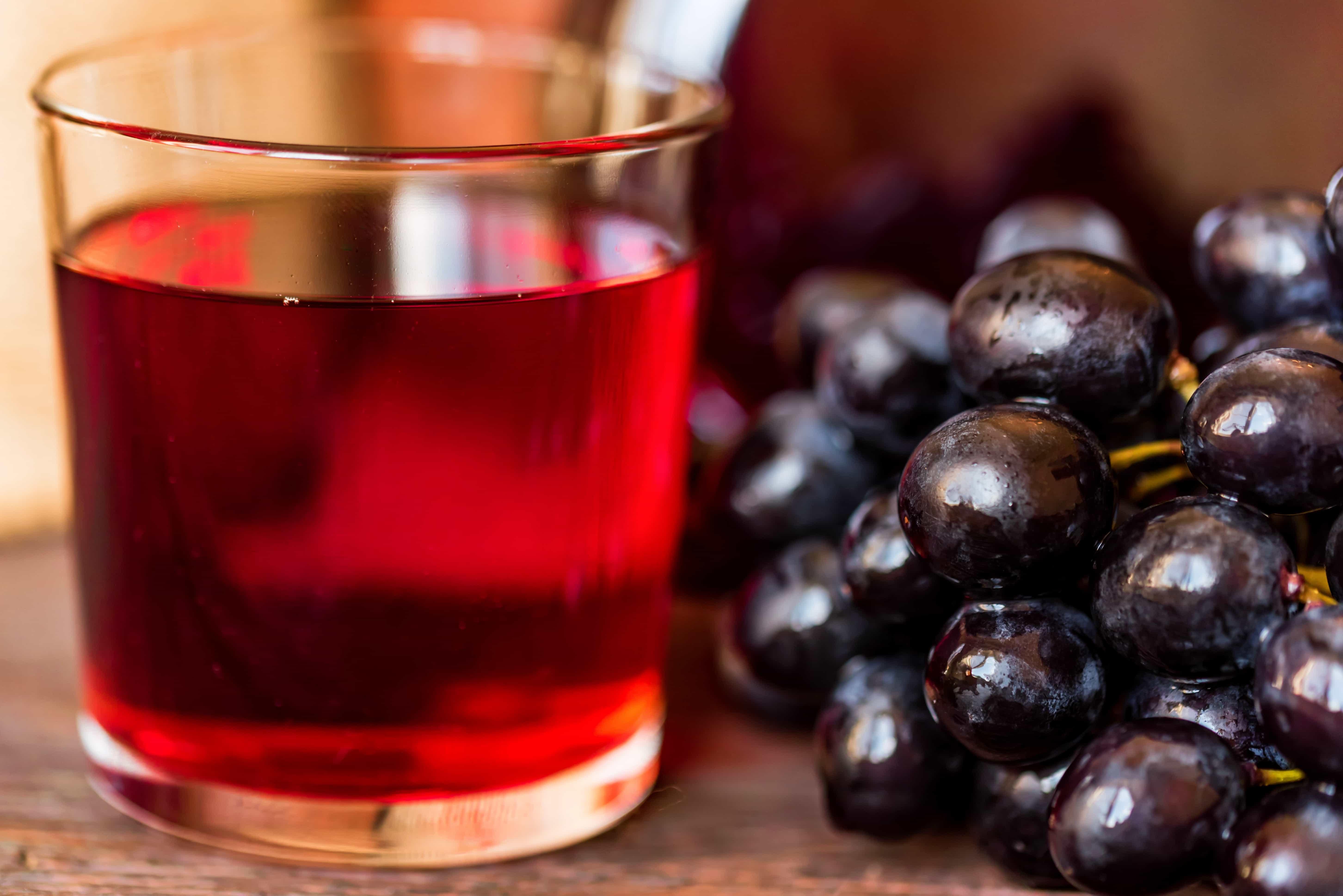 Свежевыжатый сок. Как правильно его пить. Его польза и вред