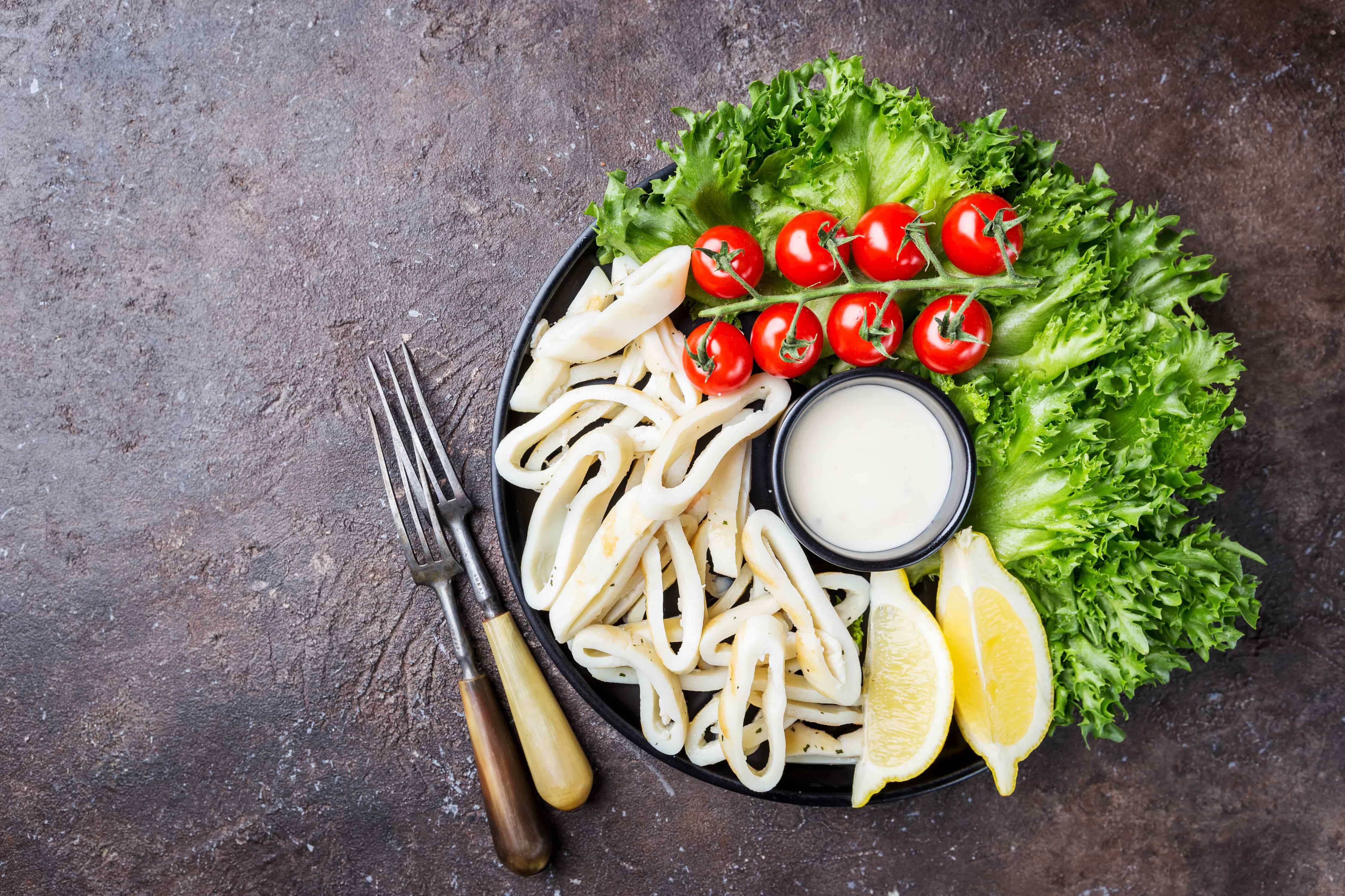Диетические салаты с кальмарами. Наиболее популярные рецепты