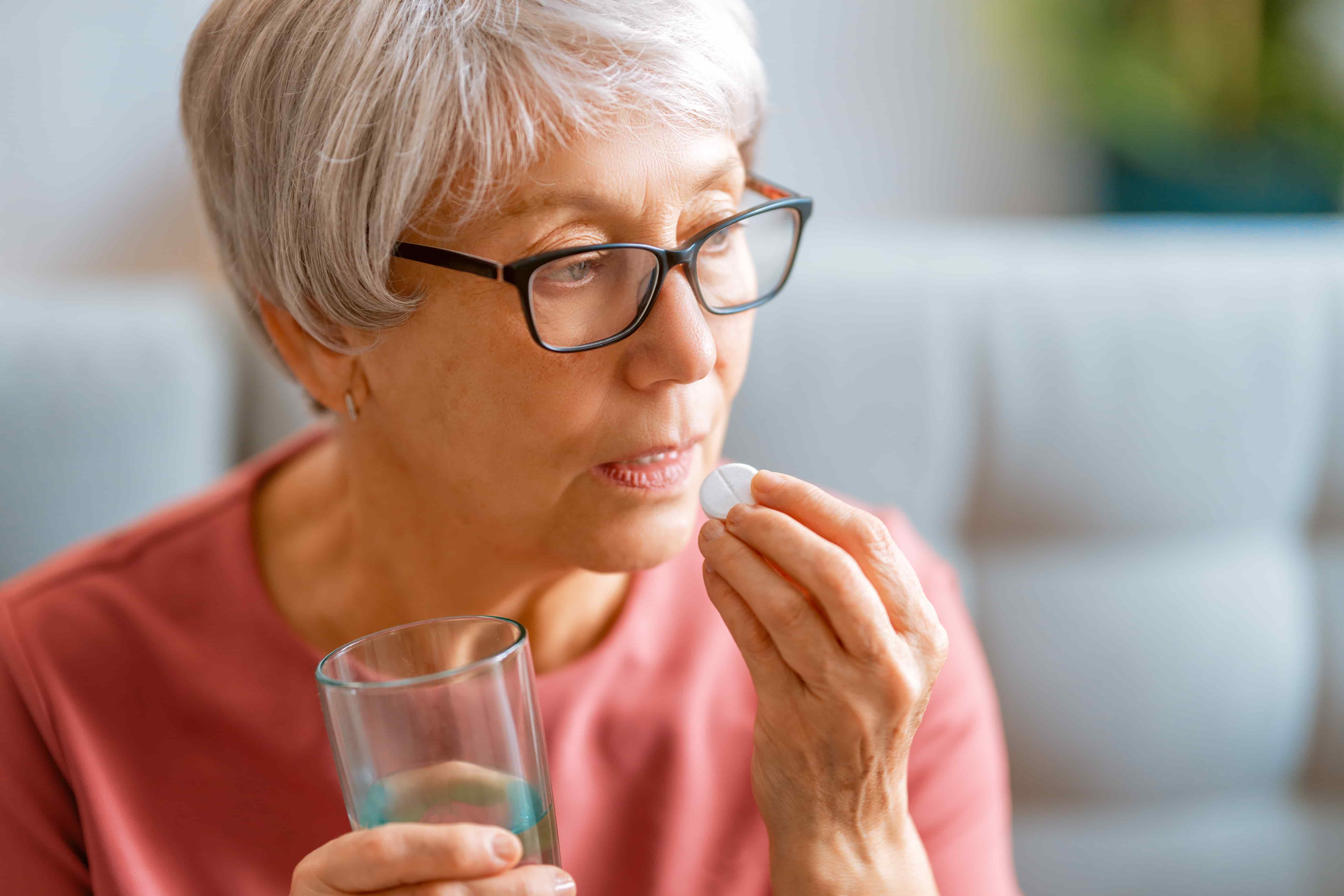 Какие витамины лучше принимать женщинам и в каком возрасте