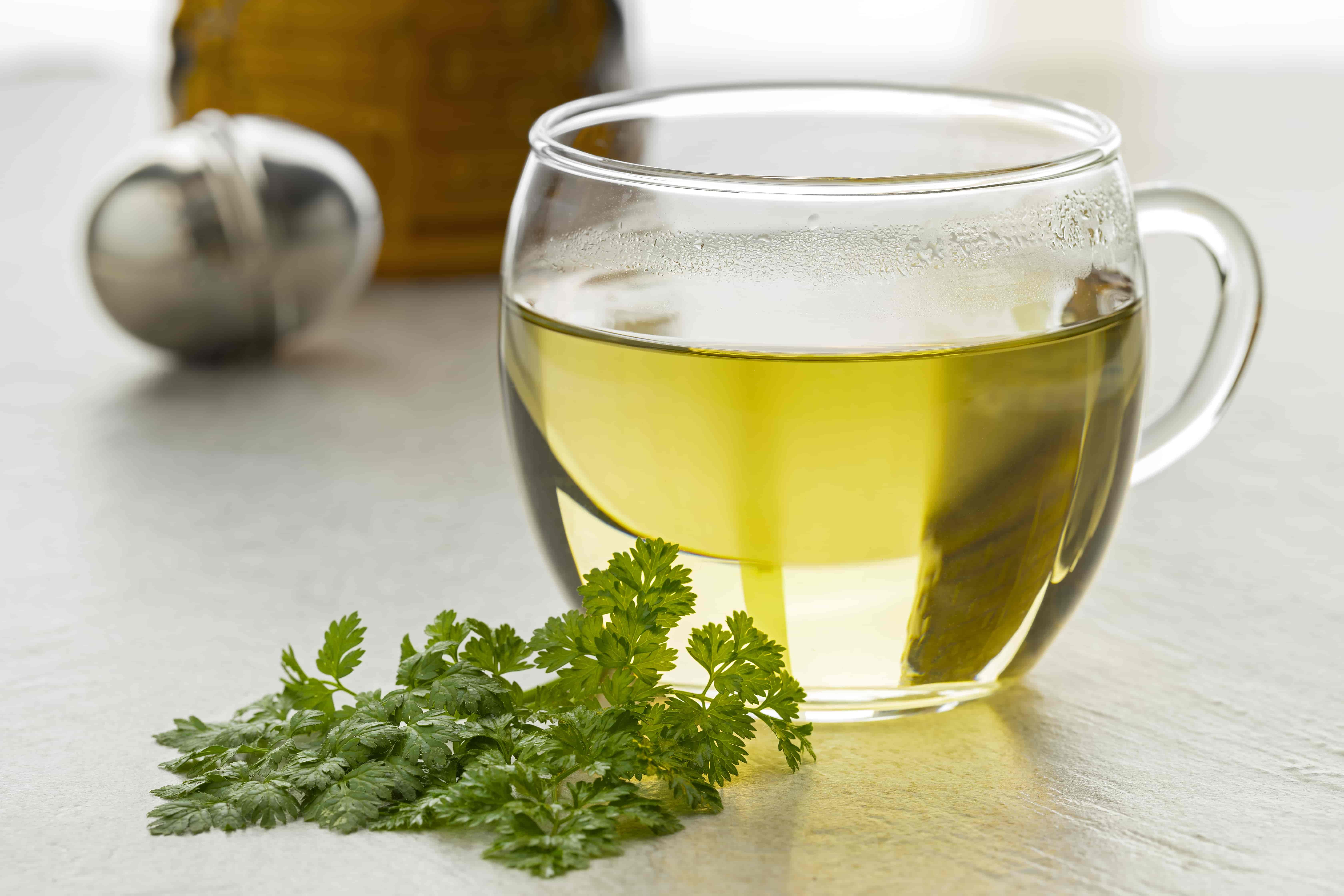 Петрушка полезные свойства и противопоказания. Какие витамины содержит