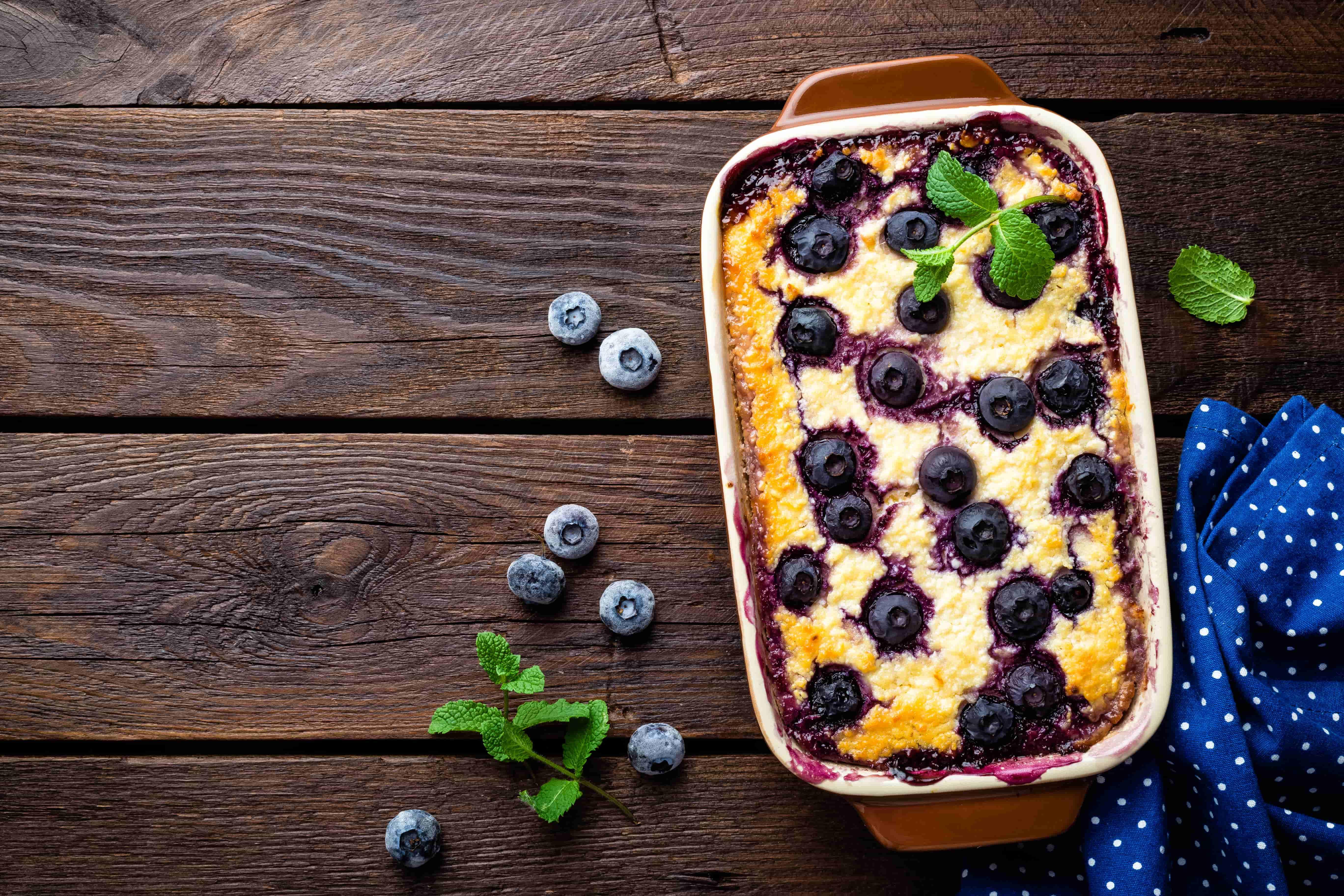 Творожная запеканка с голубикой в духовке - рецепт с пошаговым приготовлением и фото